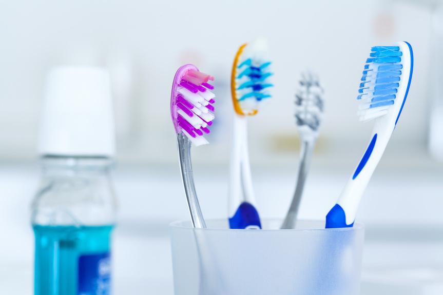 0e9721992 Dentista explica a forma correta de guardar a escova de dentes ...